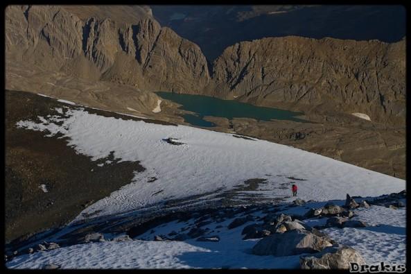 Antecima del Monte Perdido, al fondo Ibón de Marboré y Brecha de Tuca Roya
